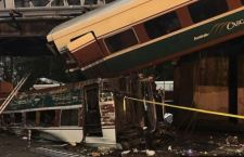 Usa: treno deraglia su autostrada. Morti e feriti
