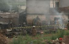 Pakistan: cade aereo militare sulle case. 15 morti