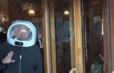 Grillo, maschera da astronauta – di Giuseppe Careri