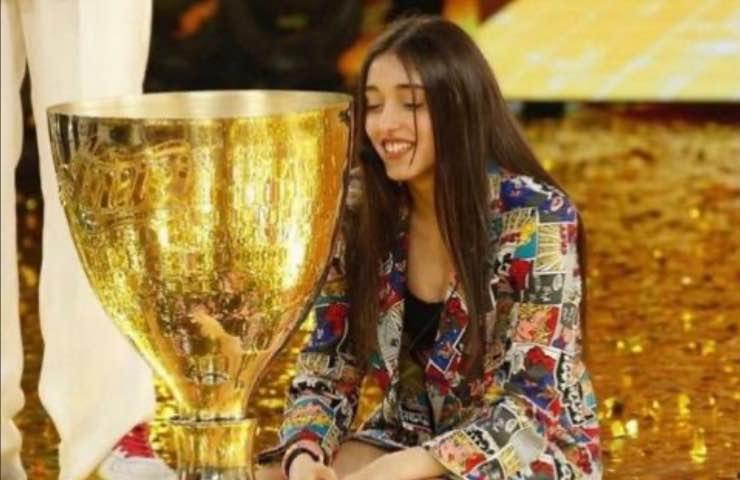 Giulia Stabile lo fa con una nota pop star: le immagini non lasciano dubbi