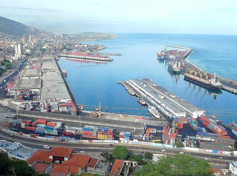 Maduro: EEUU está bloqueando los barcos que nos traen alimentos y medicinas