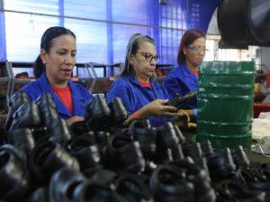 Presidente Maduro llama a la empresa privada a aumentar la producción