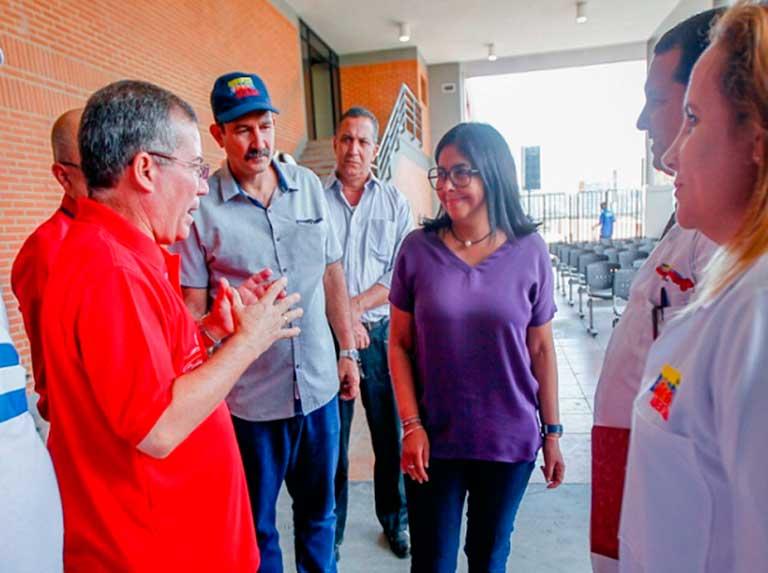 Vicepresidenta recibió a médicos cubanos provenientes de Bolivia y Brasil