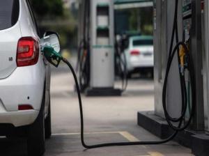 Maduro anunciará plan para retomar normalidad del abastecimiento de la gasolina