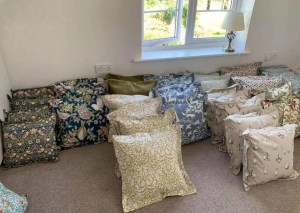 "18"" Cushions | Cottage Farm Crafts & Antiques Image"