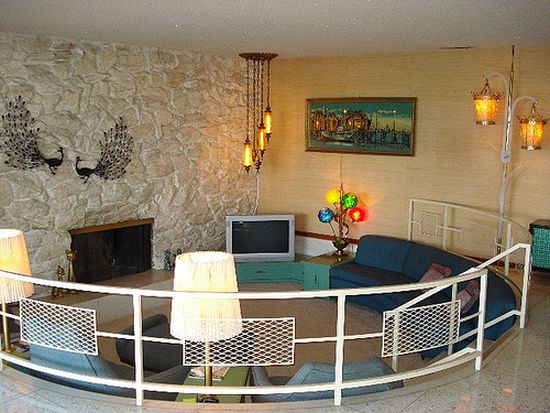 Circular sunken living room design with white railing - NO.1# BEAUTIFUL SUNKEN LIVING ROOM DESIGN IDEAS