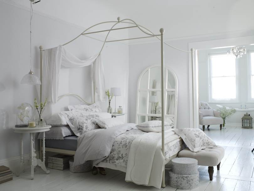 four-poster-bed