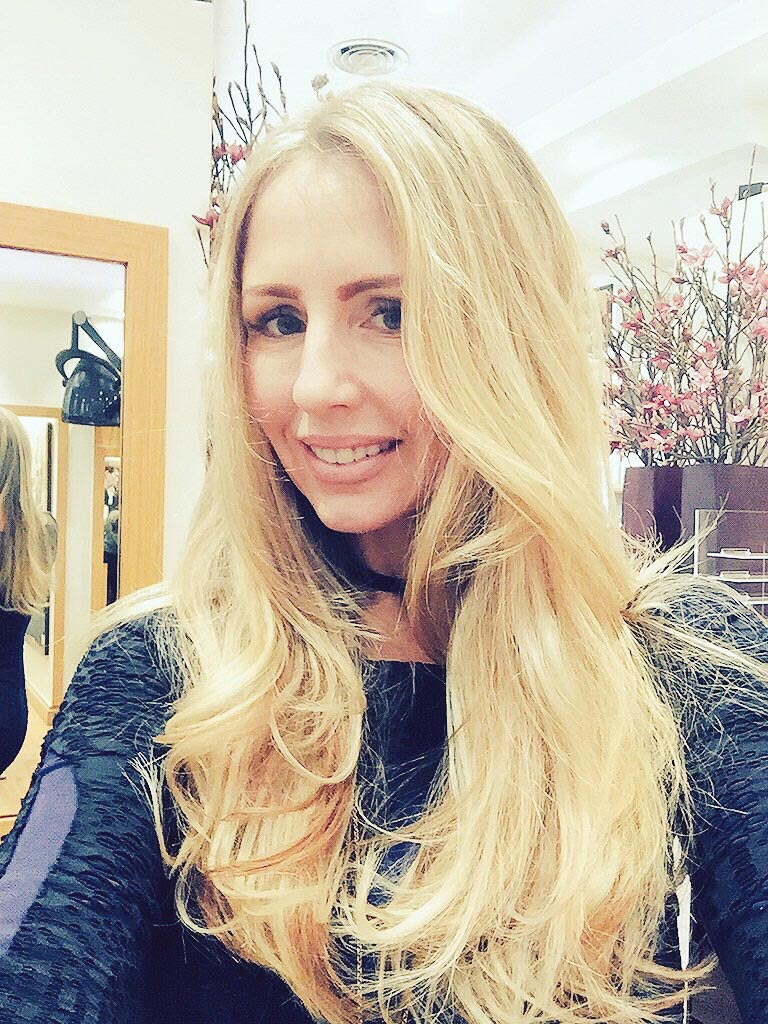 Gold Class Hair Extensions Ultimate Lifestylist