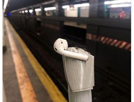 «Attention à vos AirPods en sortant du train »