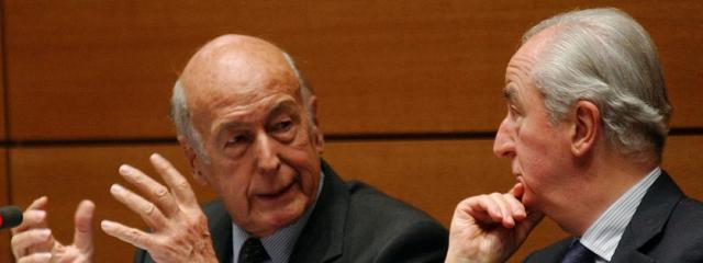 Valéry Giscard d\'Estaing et Edouard Balladur (à gauche), à la commission des Affaires étrangères de l\'Assemblée, le 28 novembre 2002.