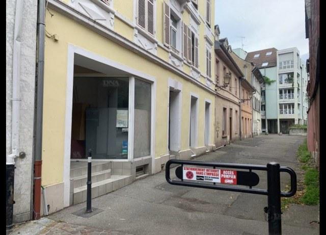 Une femme de 58 ans a été retrouvée morte dans son appartement situé dans un petit immeuble de la place de la Concorde à Mulhouse PHOTO DNA - Alain CHEVAL
