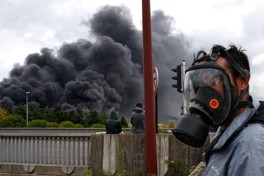 Incendie de Rouen: risque de pollution, amiante... Ce que l'on sait
