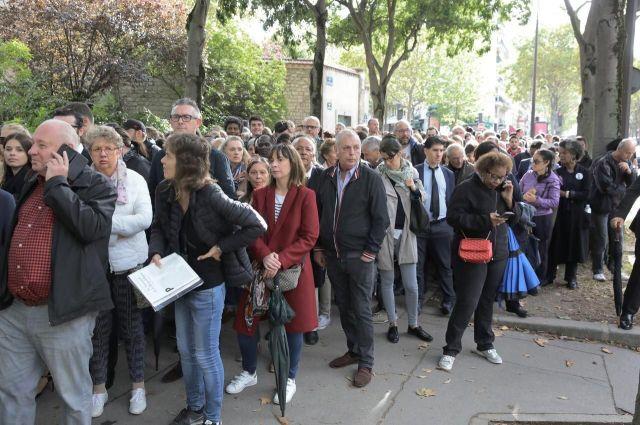 La foule à l'extérieur des Invalides./LP/Philippe de Poulpiquet