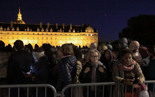 Les Invalides devaient rester ouverts toute la nuit pour accueillir la foule./LP/Philippe de Poulpiquet