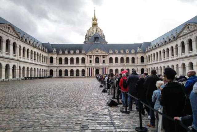 Dans la cour des Invalides, pour l'hommage populaire à Jacques Chirac, dimanche 29 septembre.