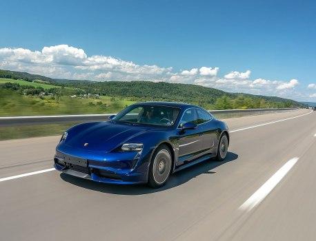 Premier trajet longue distance sur route ouverte pour une Porsche Taycan de série
