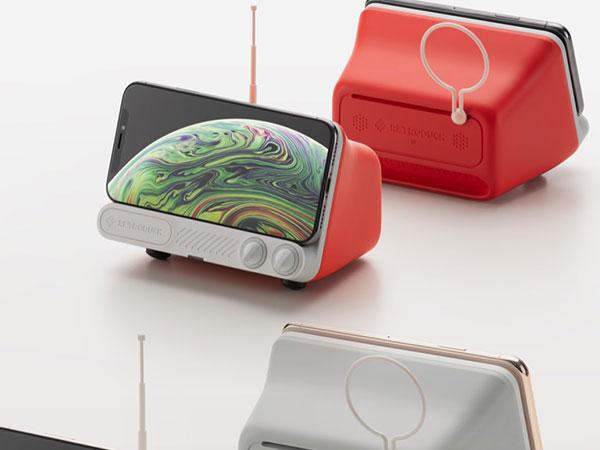 retroduck q dock ampli recharge sans fil enceinte iphone 04 - Retroduck Q, Transforme l'iPhone en Télé d'Epoque (video)