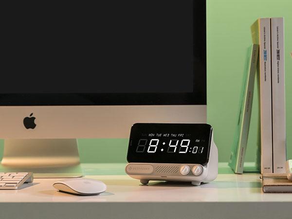 retroduck q dock ampli recharge sans fil enceinte iphone 05 - Retroduck Q, Transforme l'iPhone en Télé d'Epoque (video)