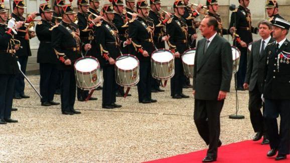 Jacques Chirac est investi président de la République, le 17 mai 1995, à Paris.
