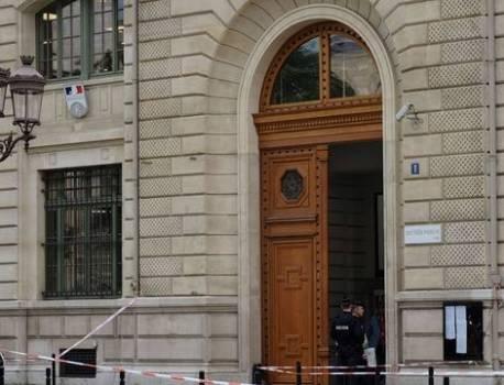 Attaque à la préfecture de police de Paris : Questions autour d'une mystérieuse clé USB – 20 Minutes