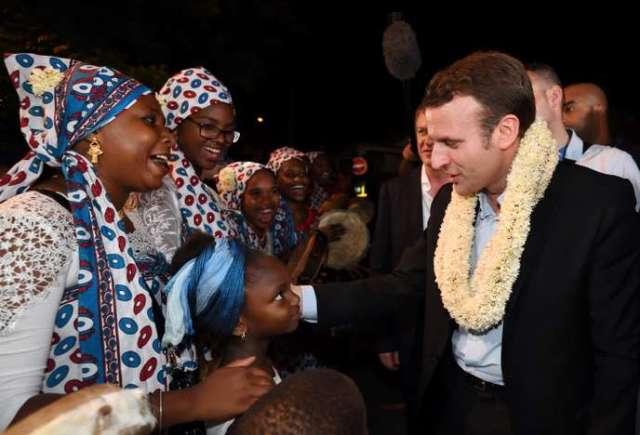 Lors de sa campagne à la présidentielle, Emmanuel Macron s'était rendu à Mayotte. Ci-dessus, à son arrivée sur l'île, à Dzaoudzi, le 26 mars 2017.