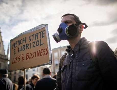 Emmanuel Macron se rend à Rouen, un mois après l'incendie Lubrizol – Blog Le Monde