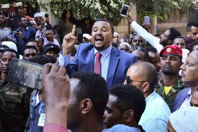 Le militant oromo Jawar Mohammed lors d'une manifestation à Addis-Abeba, le 24octobre 2019.