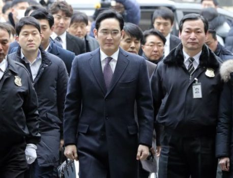 Samsung heir appears in court as the retrial begins in the bribery case