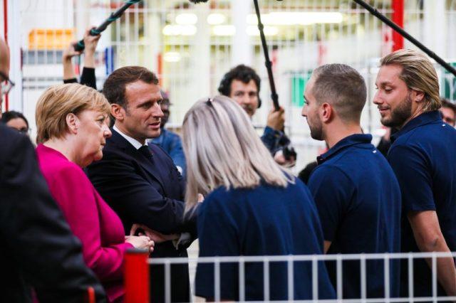 En visite chez Airbus, la chancelière Angela Merkel et le président Emmanuel Macron ont notamment échangé avec des salariés franco-allemands, installés dans la Ville rose