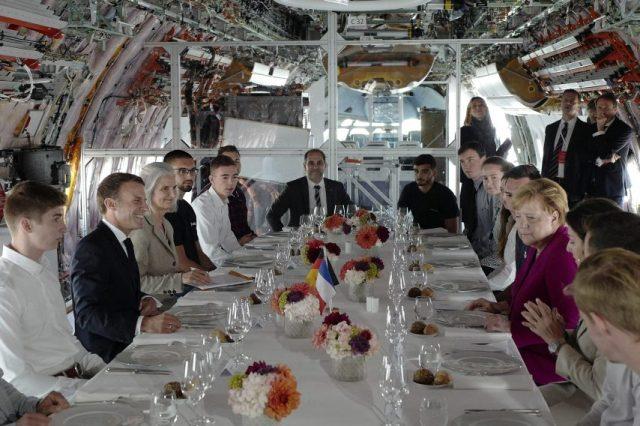 Emmanuel Macron et Angela Merkel ont mangé à bord d'un A350.