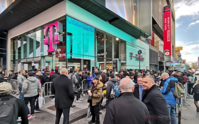 OnePlus 6T launch day at T-Mobile in Times Square NYC