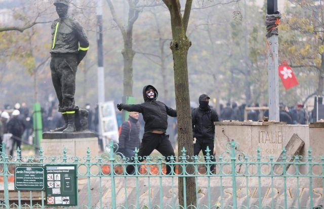 La statue du Maréchal Juin dégradée par des casseurs, le 16 novembre 2019/LP/Guillaume Georges