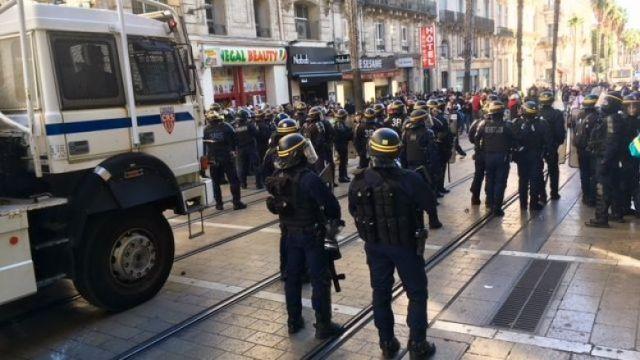 Les canons à eau de la police déployés rue de Maguelone à 14h30. / © S. B. /FTV