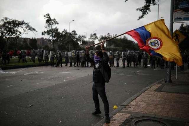 Des manifestants antigouvernementaux défilent à Bogota, la capitale colombienne, le 21 novembre.