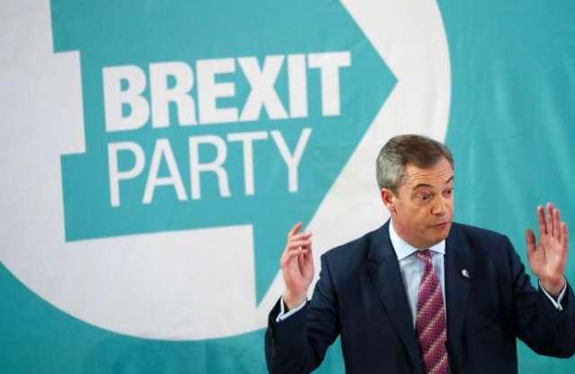 Le leader du Parti du Brexit, Nigel Farrage, lors d'un déplacement à Hartlepool au Royaume-Uni.