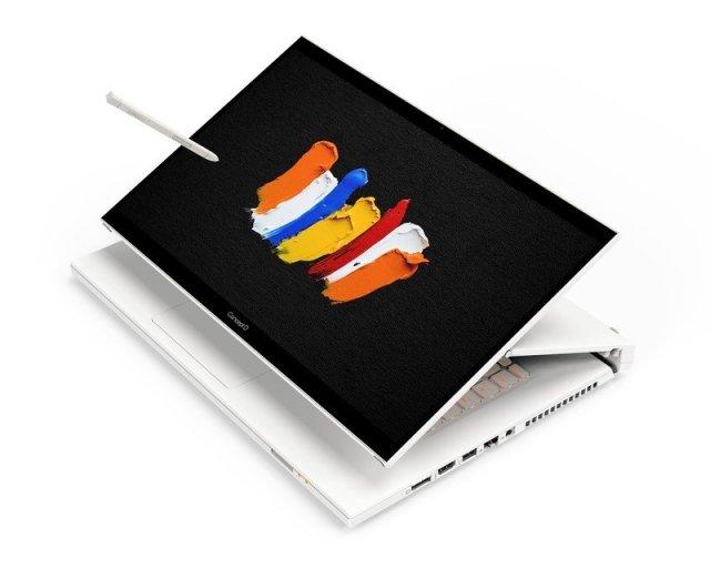 Acer ConceptD 7 Ezel stand mode