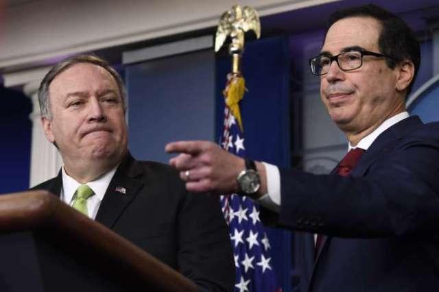 Le secrétaire au trésor américain Steven Mnuchin, à droite, et le secrétaire d'Etat, Mike Pompeo, à gauche, à la Maison Blanche, le 10 janvier.