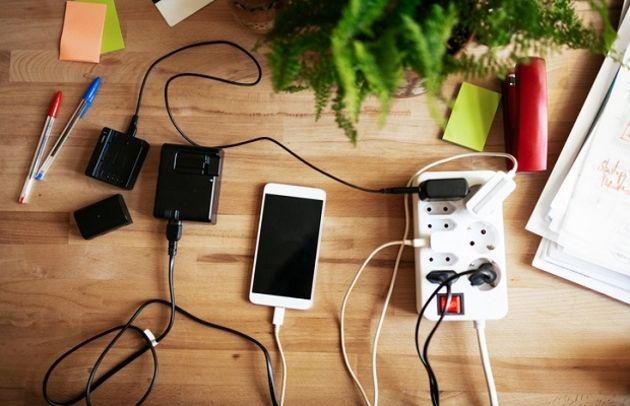 Comment charger jusqu'à 100smartphones simultanément