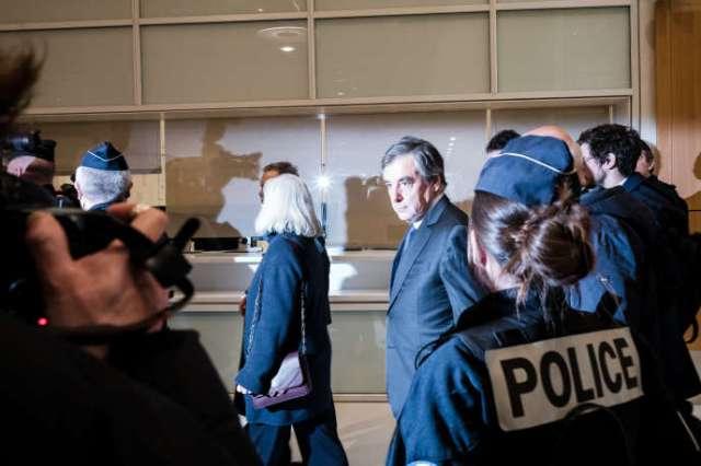 François et Penelope Fillon quittent le tribunal de Paris, lundi 24 février.