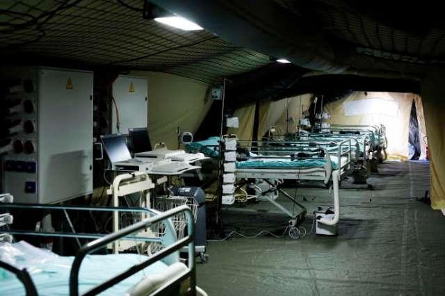 Un premier malade a été admis, mardi 24mars, sous les tentes kaki de l'hôpital de campagne déployé par le service de santé des armées au pied de l'hôpital civil de Mulhouse.