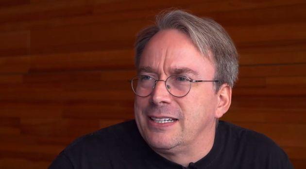 #JeTravailleChezMoi : caresser son chat, se balader en peignoir, Linus Torvalds et le télétravail