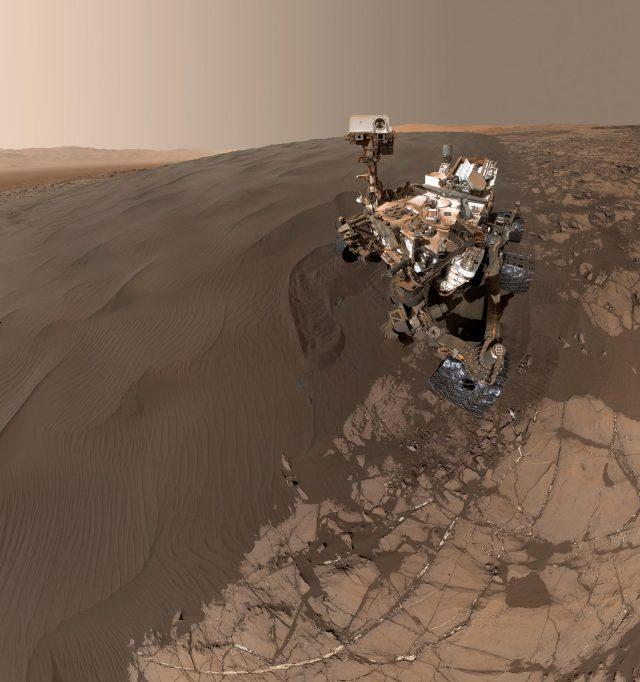 curiosity selfie on Mars in Namib Dune