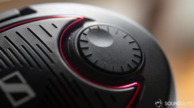 A photo of the volume knob on the right side of the Sennheiser Game One.