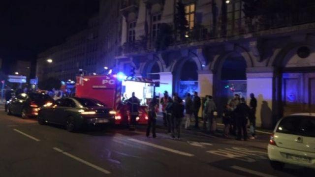 A plus de 23h00 les pompiers du Rhône sont toujours sur place, rue Bonafous, dans le 4e arrondissement de Lyon.