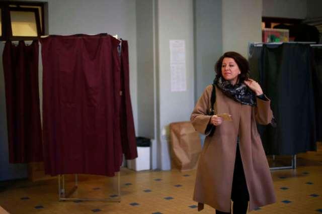 Agnès Buzyn dans un bureau de vote parisien lors du premier tour des élections municipales, le 15 mars.