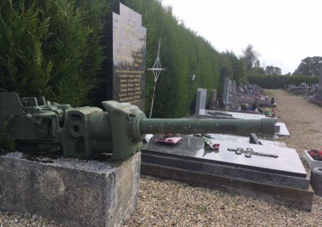 A La Ville-aux-Bois-lès-Dizy, un monument aux morts est dédié aux militaires français tués le 17 mai 1940. / © FTV