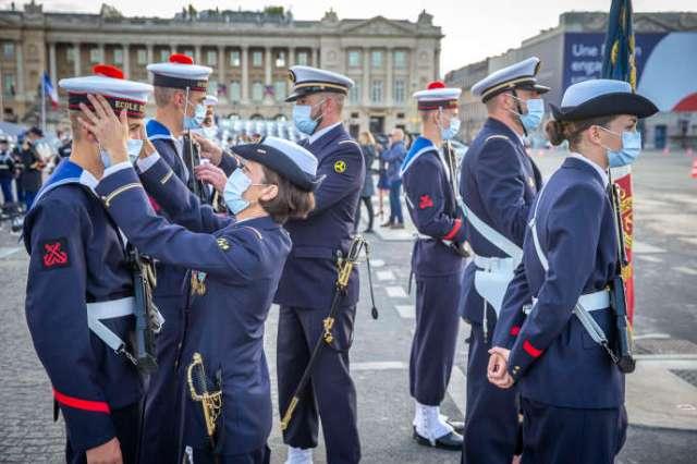 Les troupes se préparent à la cérémonie militaire de la fête nationale sur la place de la Concorde, à Paris, mardi 14 juillet.