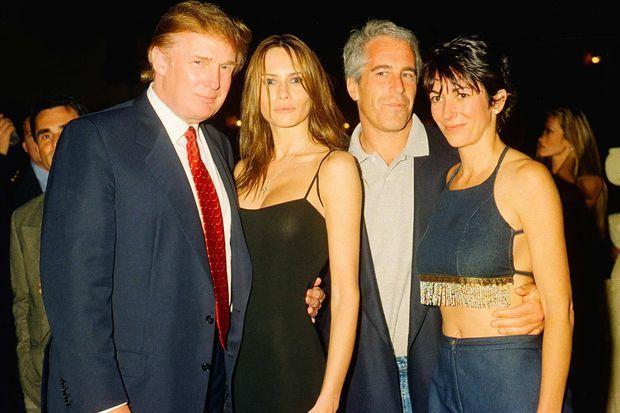 Donald et Melania Trump avec Jeffrey Epstein et Ghislaine Maxwell, en février 2000.