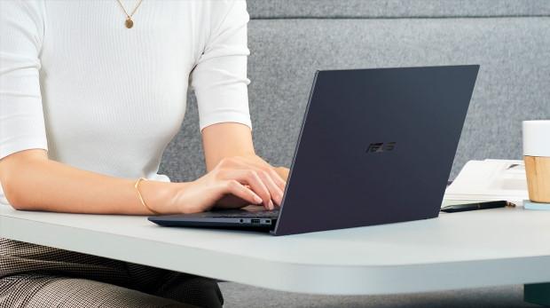 PC portable Asus ExpertBook B9, visuel lifestyle