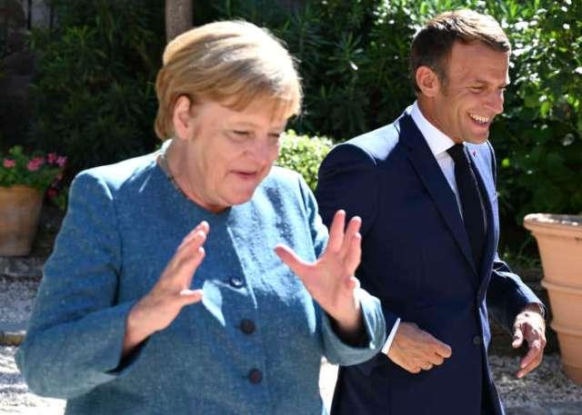 Angela Merkel est accueillie par Emmanuel Macron au Fort de Brégançon (Var), le 20 août.